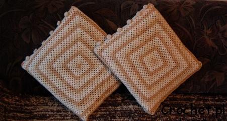 poduszki na szydełku robione wzorem granny square