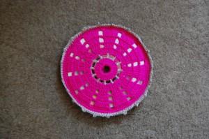 Szydełkowa podstawka na płycie CD