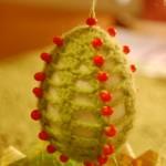 Pisanka na szydełku z koralikami