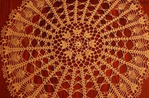Duża okrągła serweta na szydełku