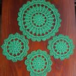 Komplet zielonych serwetek na szydełku
